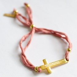 Pulsera con cruz dorada grabada con nombre. Envíos a toda España en 24 horas.