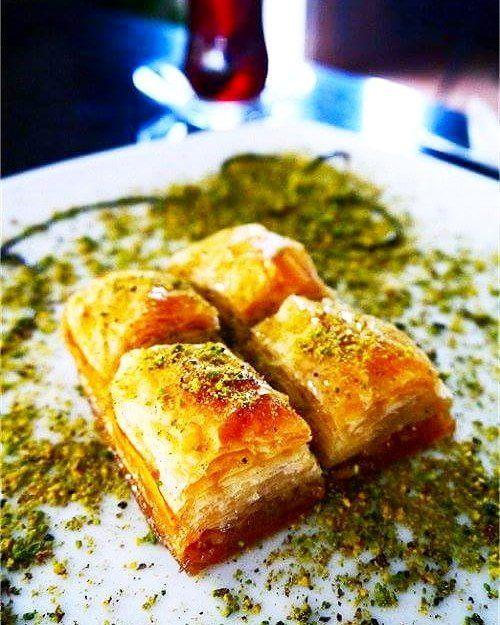 Baklava dolce squisito! #grecia #isolegreche #cucina #cucinagreca #mangiaresano #mangiarebene #mangiare #cibo #foodporn #taverna #tavernagreca #ristorante #ricette #ricettadelgiorno #ricetta #ristorantegreco #piatto #piatti #dolce #dolci #dolcissimo #dolcini by isolegrechecom