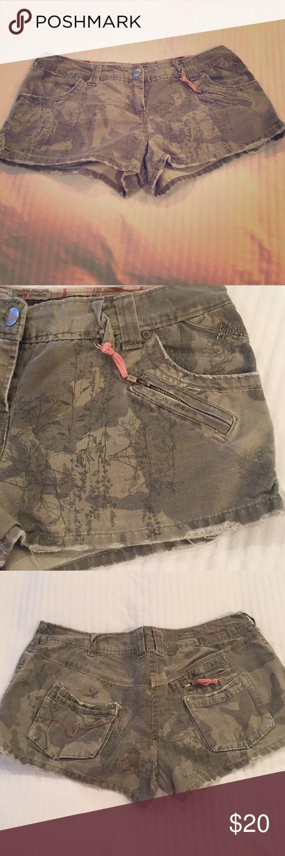 Cargo Army Shorts size U.K. 12 Cool cargo shorts, lots of pockets River Island Shorts