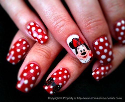 Uñas decoradas con Minnie Mouse