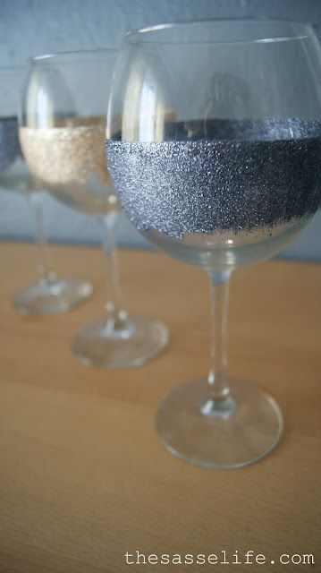 DIY glitter wine glasses!: Diy Ideas, Gift, Crafty, Glitter Glasses, Sass Life, Glitter Wine Glasses, Diy Projects, Crafts, Wineglass