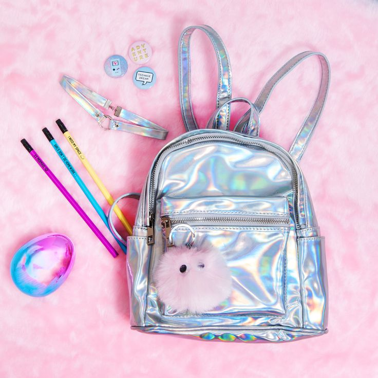Get the look #LiveInColors #Holographic #Colorful #Accesorios #Mochila #Todomoda