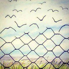 Kinderen kun je achter onzichtbare hekken willen stoppen met behulp van over conditionering en manipulerende regeltjes. Eens is er een dag dat ze uitvliegen en probeer ze dan nog maar eens bij je te houden. Dat vraagt om in de spiegel te leren kijken en je hart open te houden. Waardoor je van voorwaardelijke liefde naar onvoorwaardelijke liefde kunt groeien. Daarbij hoef je niet te manipuleren.