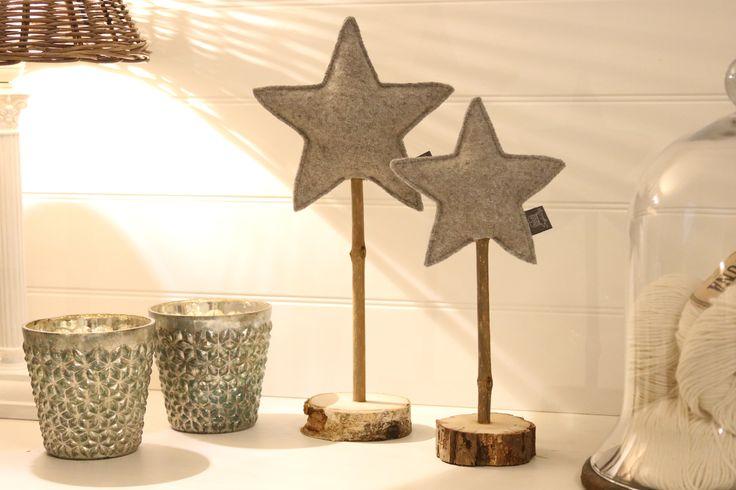 Weihnachtsdekoration: Dieses bezauberndes Sterne Set entstand mit ganz viel Liebe handgemacht im Atelier des Snuggles-Cottage. https://de.dawanda.com/product/108293395-stjerne-weihnachtsdeko-filz-sterne-2er-set-grau