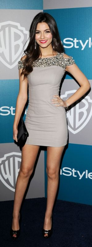 Victoria Justice ♥ Silver Dress & Golden Legs!!