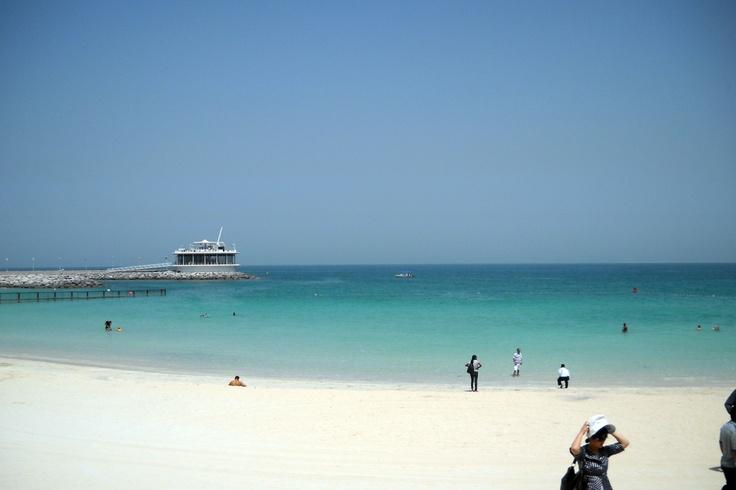 Dubai 2010 Spiaggia davanti alla vela!