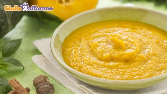 Vellutata di zucca: metto due cucchiaini di curry dolce nel soffritto invece che noce moscata e cannella alla fine.
