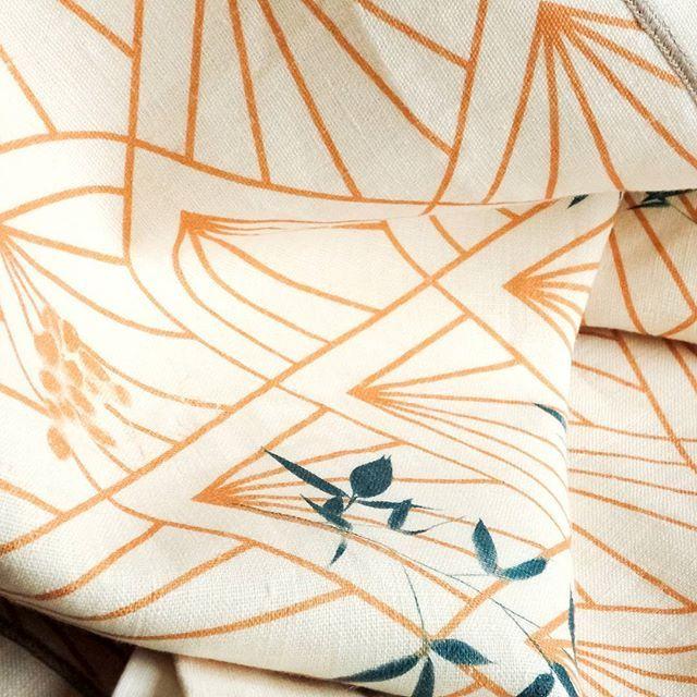 Decó: design ispirato alla Belle Époque su puro lino naturale 🌿 ideale per una tavola sofisticata  Decó: design inspired by Belle Époque on natural pure linen 🌿 perfect for a fine table setting  #belleepoque #ecofriendly #sustainability #sostenibilità #homeliving #artdeco #naturalfabrics #tessutonaturale #tessutinaturali #tablerunner #tovaglia #centrotavola #tablecloth #sophisticated #lino #linen #purolino #design #estetica #aesthetic #italianblogger #moda #arredamento #arredo #ethics…