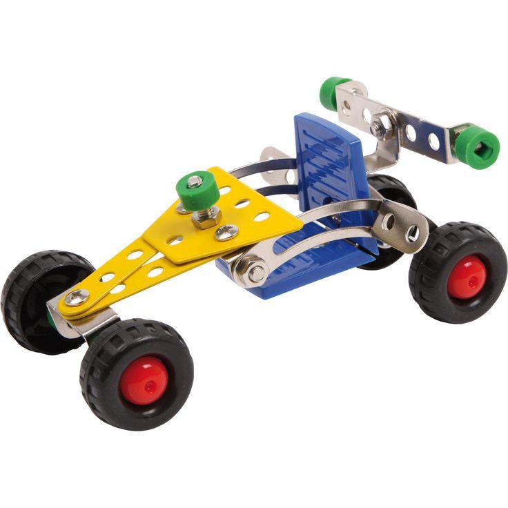Jucăria educativă conține un set de construcție de 57 de bucăți de metal și din material plastic. Kit-ul conține șuruburi, piulițe, o surubelniță, o cheie fixă, roți și anvelope de cauciuc. Nu este deloc ușor să fi mecanic auto, dar cu un pic de noroc și răbdare micuțul tău va crea o mașină de curse de invidiat.