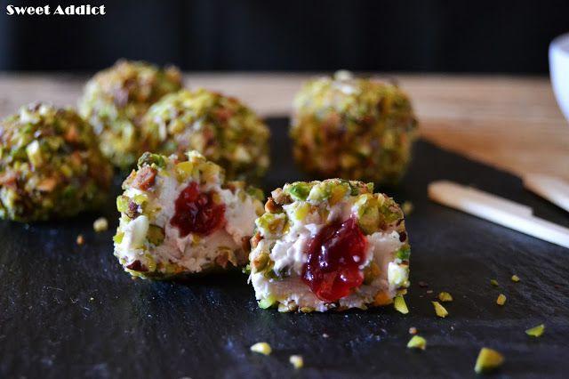Bombones de queso de cabra, mermelada y pistachos http://www.sweetaddict.es/2015/11/bombones-de-queso-de-cabra-pistachos-y.html