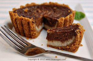 Chocolate Galaxy Banana Cheesecake by Vegan Pie in the Sky (via Chow Vegan).
