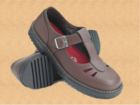 Style: Kristen Sizes: 50 -120 Colours: Black, Mahogany, Comments: High back height, deep fit and removable insole lets you put in your own orthotic. Designed to protect and support growing feet.