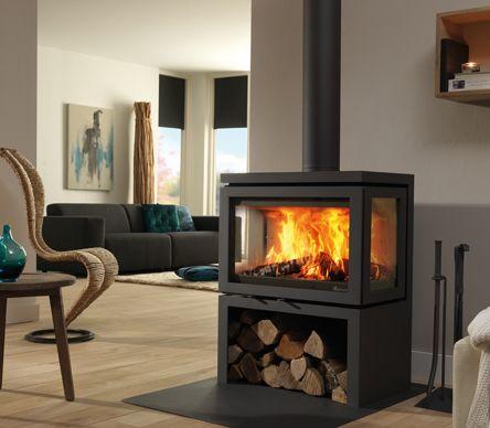 De Dik Geurts Vidar Triple is een grote, imposante houtkachel met een vermogen tot 11kW. Als de haard aan het branden is, is het een echte blikvanger. Nu bij \'t Stokertje!