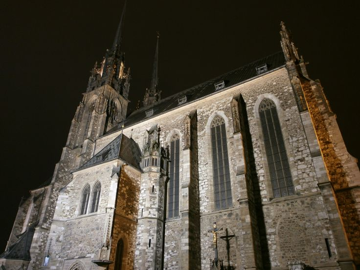 Cathedral of St. Peter and Paul at night | © David Kennedy/WikiCommons