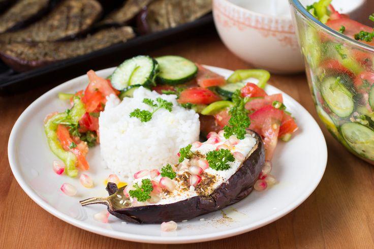 Melanzane con yogurt greco: la ricetta estiva sfiziosa e leggera