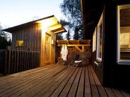 Gemütlich eingerichtetes, alleinstehendes Holzhaus für 4 Personen (50 m²) in Regen im Bayerischen Wald mit eigener Sauna und eigenem Whirlpool.