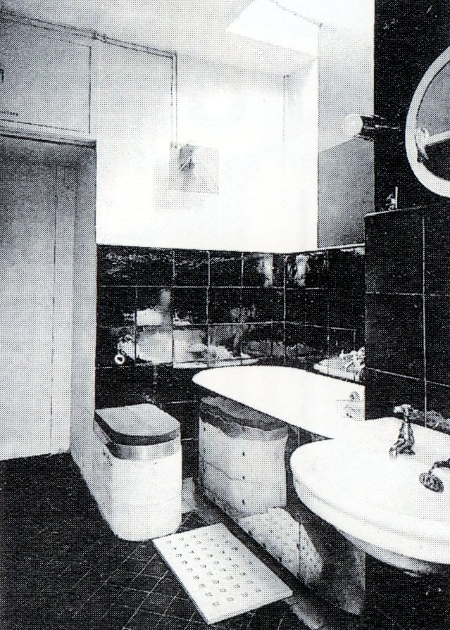 Period picture of the bathroom in villa E 1027, vacation residence build by Eileen Gray and Jean Badovici in 1924 in Roquebrune-Cap-Martin in the south of France. Very avangarde design for 1924.