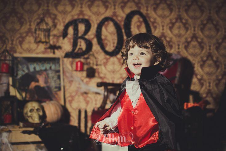 Sesión de fotos infantil de halloween en estudio en barcelona, sesión de fotos halloween, Fotógrafo de niños en Barcelona, photography, 274km, Gala Martinez, Hospitalet, Studio, estudi, estudio, nens, kids, children, nen, boy, niño,vampiro, vampir, conde drácula, vampire