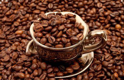 Кофе арабика подорожал к робусте до максимума за 17 месяцев http://dneprcity.net/ukraine/kofe-arabika-podorozhal-k-robuste-do-maksimuma-za-17-mesyacev/  Забастовка водителей грузовиков в Колумбии привела к росту спреда между ценами на кофе сорта робуста и арабика до максимума за 17 месяцев. Арабика на торгах в Нью-Йорке поднималась в цене