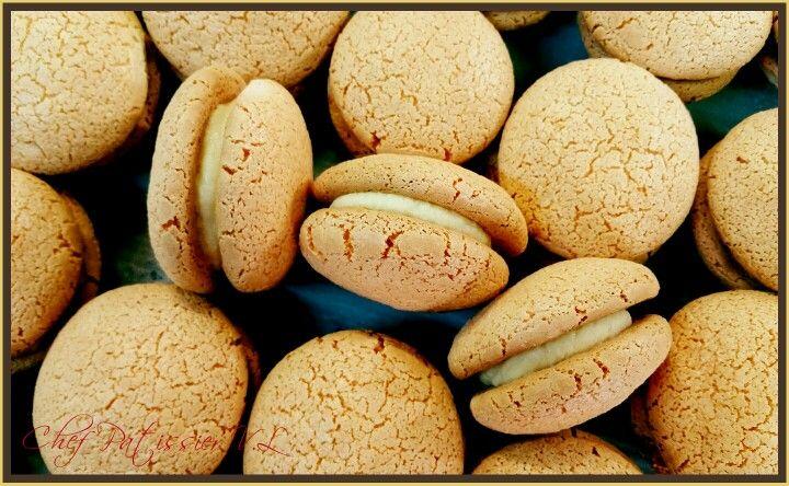 ..Παστιτσάκια γεμιστά με κρέμα απο λευκή σοκολάτα. ..