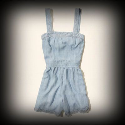 Hollister レディース ドレス ホリスター Big Dume Romper ロンパース★人気アメカジブランド。日本でも多くの有名人が愛用しているホリスター。話題の今季新作アイテム。 ★レース使いが女性らしいロンパース。カジュアルで着回しもしやすいです。
