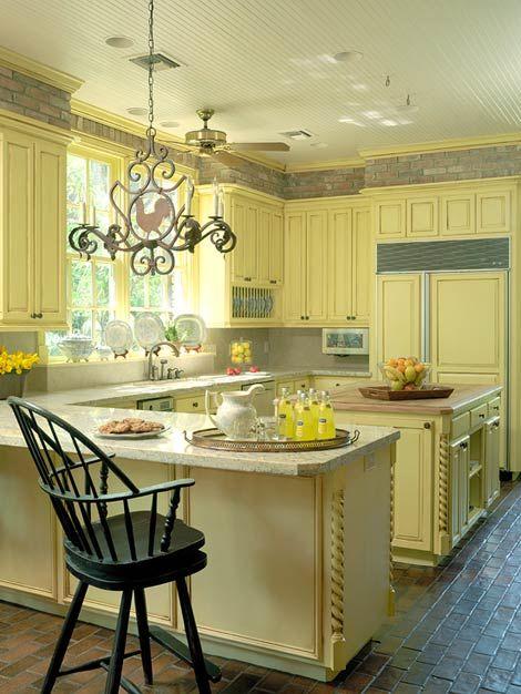 love: Beautiful Kitchens, Kitchens Design, Colorful Kitchens, Colors Kitchens, Yellow Cabinets, Kitchens Layout, Kitchens Cabinets, Yellow Kitchens, Sunny Yellow