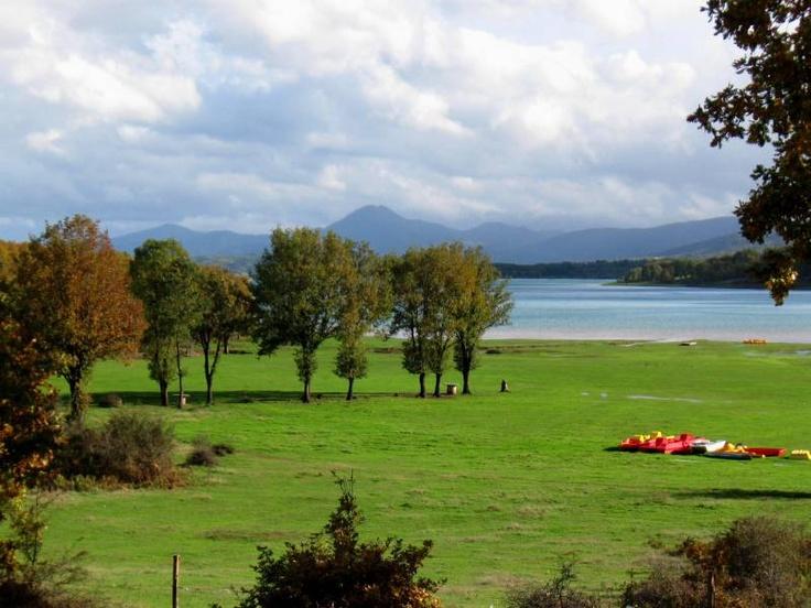 Plastiras Lake -Karditsa Greece http://4.bp.blogspot.com/_gP9GE49MOO4/TMwi6Nh2HYI/AAAAAAAAFqI/576KBMOp4nE/s1600/384%2BLimni%2BPlastira_12.JPG