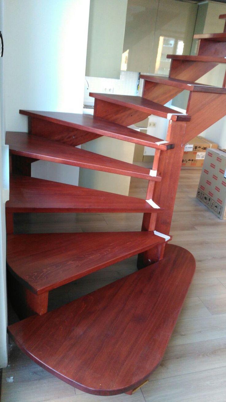 4cm kalınlığında ruhtsız ahşap taşıyıcılı merdiven