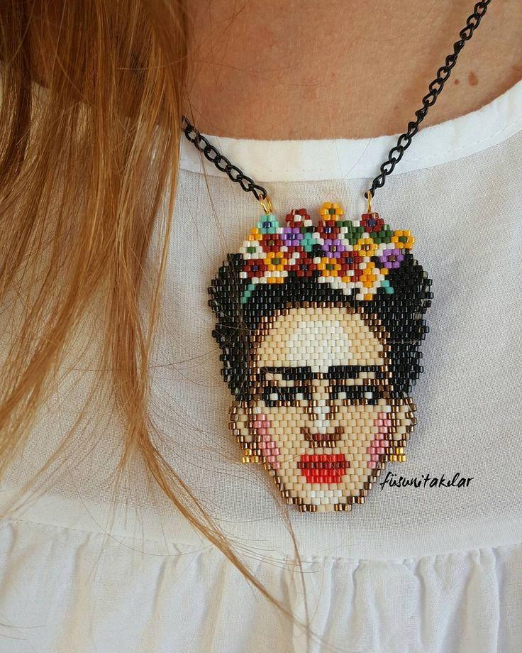 Frida kolye #miyuki #miyukibracelet #miyukikolye #miyukinecklace #miyukiboncuk #fridakahlo #frida #fridakolye #fridalove #fridalovers #fridakahloart #kumboncuk #miyuki #good #art #kolye #bileklik #elyapımıtakı #elyapımıkolye #elyapımıbileklik #necklace #handmadejewelry #handmade #elişi #elemeği #takı #aksesuar #accessories #handmadeaccessory #fridalove