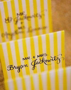 111 結婚式や二次会の参考になる イエローがオシャレな手作り席札・プチプレゼント
