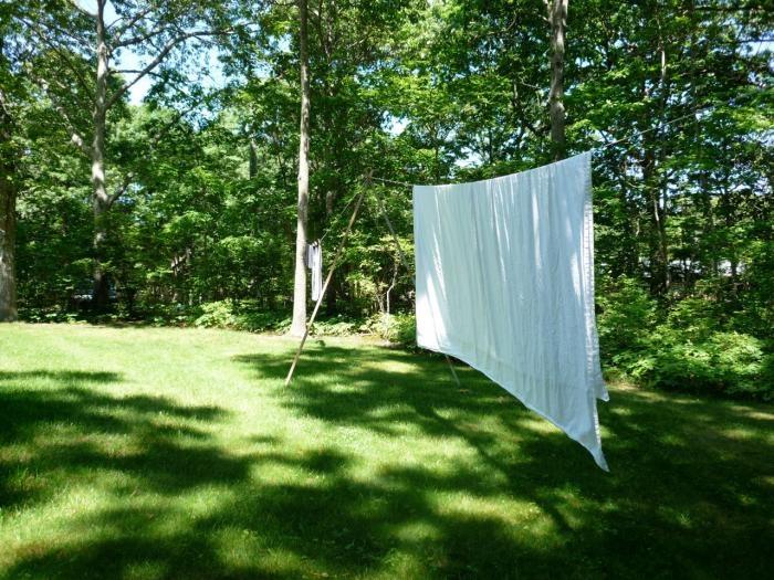DIY: Shelter Island Clothes Line : Remodelista