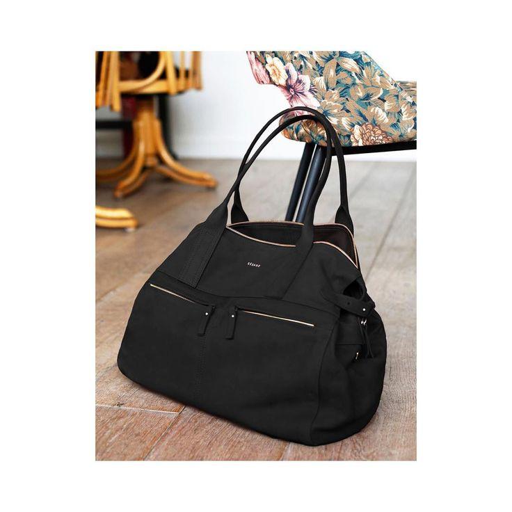 sezaneBack to black 🍂🇬🇧☕️ . Sac Oxford coloris noir issu de la collection automne-hiver en sable et rouille également