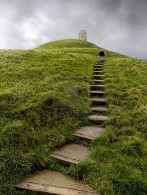 Glastonbury Tor in Somerset, England. Glastonbury Tor is known as being one of the most spiritual sites in the country. Its pagan beliefs are still very much celebrated. It's a beautiful place to walk, unwind and relax. #lifeafterlondon #englishcountryside