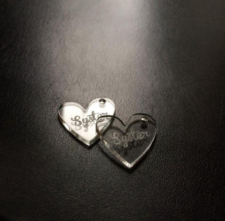 Smyckesdetaljer i plexiglas