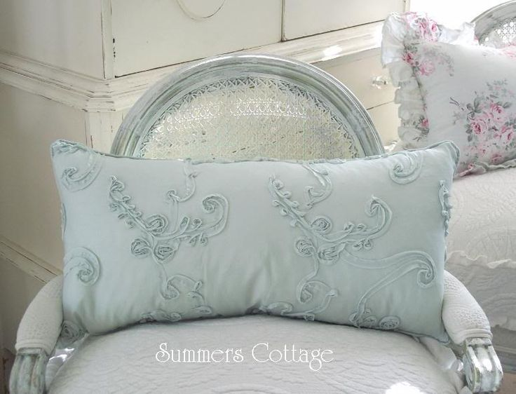 1000+ images about ShAbBy ChIC PiLlOwS on Pinterest Shabby Chic Pillows, Pillows and Chenille ...