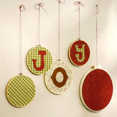 Wall Art for Christmas: embroidery hoops and vintage or vintage-inspired fabric