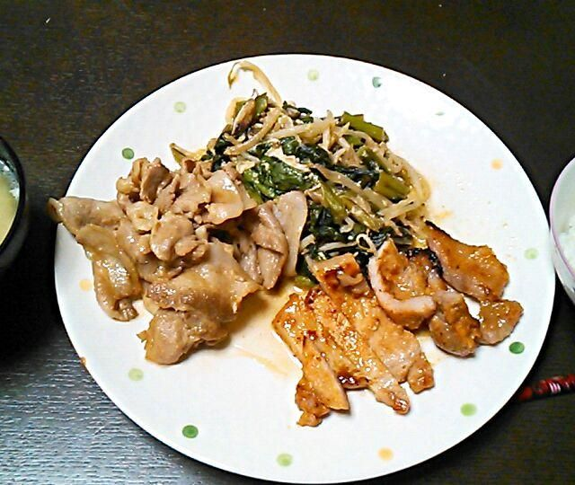 もぐもぐしてくれてありがとうございます(^_^) - 6件のもぐもぐ - 小松菜ともやしの炒めもの にんにくと醤油の豚肉焼き 大根と白菜の味噌汁 by のりこ