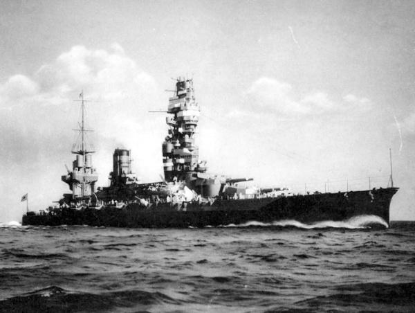 Imperial Japanese Navy warship yamashiro [戦艦 山城]扶桑型戦艦二番艦 起工/1913年11月20日 進水/1915年11月3日 就役/1917年3月31日 その後/1944年10月25日に戦没 除籍/1945年8月31日 排水量/39,154トン 全長/215.80m 全幅/28.96m 吃水/9.08m 機関/ブラウン・カーチス式直結型タービン 40,000馬力/最大速力/22.5ノット 兵員/約1,400名 兵装/主砲35.6cm(45口径)連装6基12門 副砲15cm(50口径)単装16基16門 53cm水中魚雷発射管6門