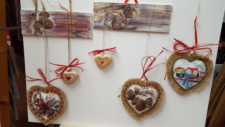 Estas son decoraciones hechas con la técnica del decoupage y pintadas a mano. Bonitos detalles muy fáciles de hacer!