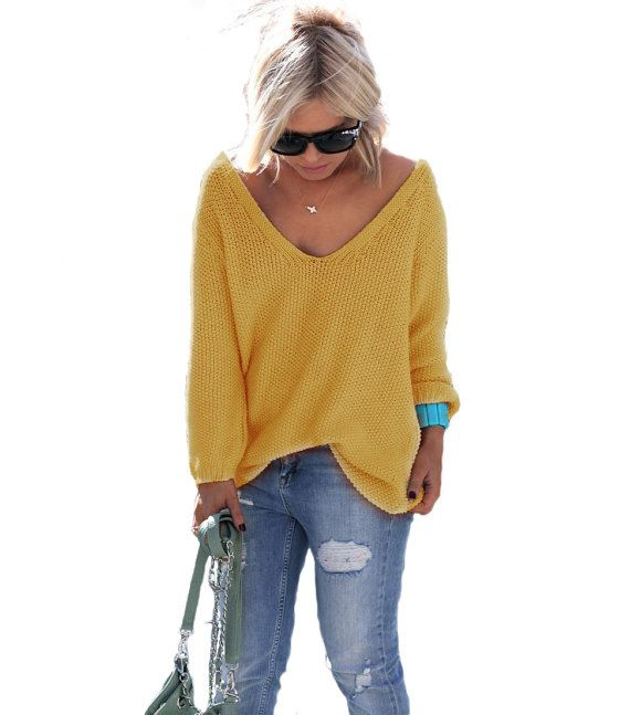 Sweater with a loose – non clinging -carefree style, perfect with jeans or shorts. The neckline is a deep V-neck. Long sleeves. Sleeves and sweater bottom are finished with a rubber band  ONESIZE length- 63cm/25 width- 53cm/21 deep of V-neck- 18cm/7  This sweater comes in one size which will easily fit a US6 to a US10 Measurements of featured model: Height- 169cm/66,5 Chest- 88cm/34,5 Waist-70cm/27,5 Hips- 82cm/32    Content of yarn: 20% wool 80% acrylic