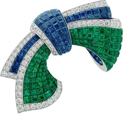 Van Cleef & Arpels Cascade Mystérieuse necklace and detachables clips, white gold, round, pear-shaped, marquise-cut and baguette-cut diamonds, baguette-cut emeralds, one round sapphire, baguette-cut sapphires, 28 pear-shaped sapphires for 66.47 carats (origin: Madagascar), red gold, Traditional Mystery Set emeralds and sapphires