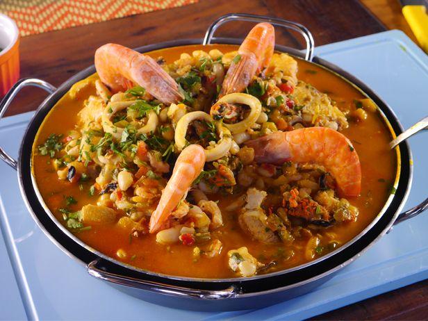 Com essa Feijoada de Frutos do Mar, o Chef Pedro Benoliel mostra que a criatividade é uma grande aliada na hora de cozinhar.