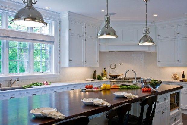 Кухонный гарнитур с большим столом