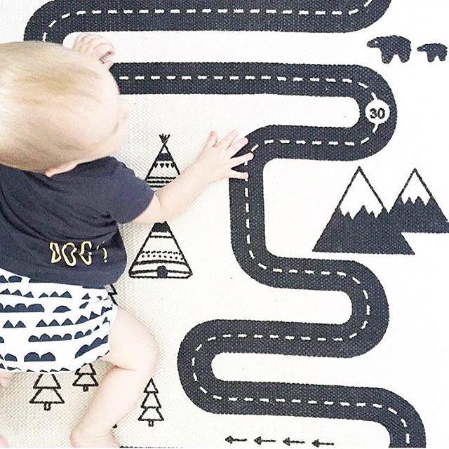 Si quieres que los niños desarrollen toda su creatividad, ¡tienen que jugar! Nos encanta la alfombra de aventura, ¿a qué es bonita? Encuéntrala en LINK EN PERFIL ( foto: @theconniediaries ) #alfombra #juegos #aventura #coches #toctocinfantil #habitacionesinfantiles #decoracioninfantil #decoracioninfantilonline #designbarcelona #diseñonordico #kidsroom #soft #cute #habitacion #niños #kids