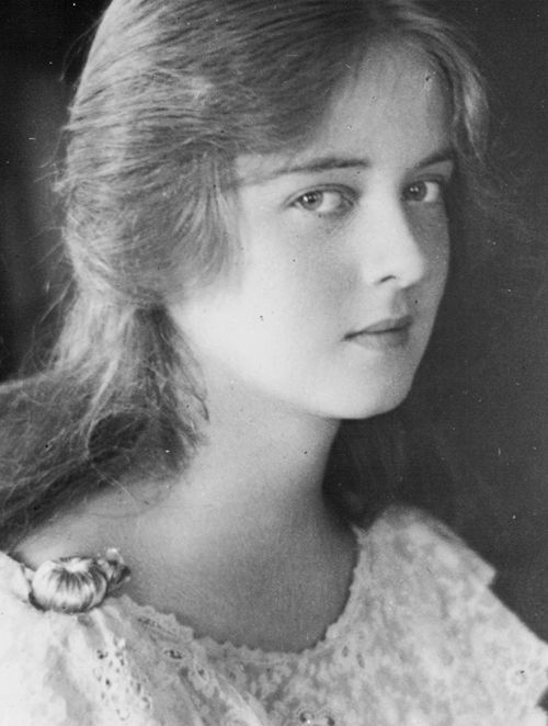 Bette Davis at age 15 Source:bettesdavis via Mudwerks