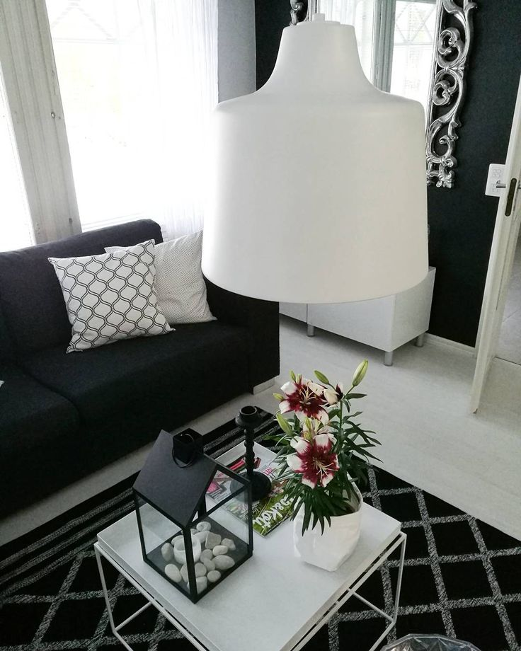 Black and white livingroom