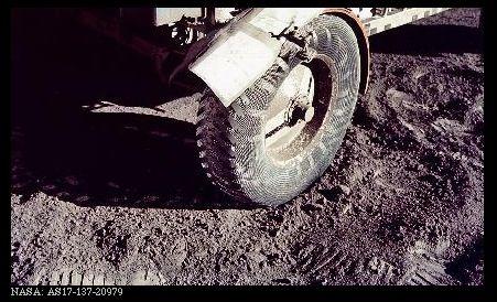 il falso sbarco sulla luna: LE TRACCE DEL ROVER