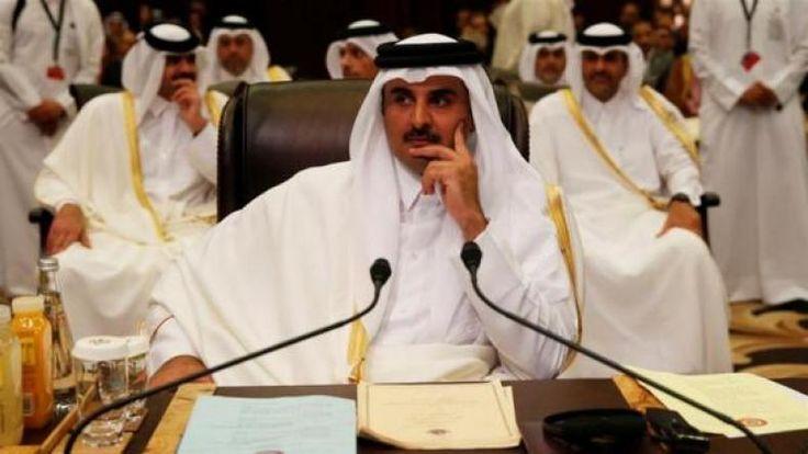 Krisis Qatar Berdampak ke TKI Kita dan Tegangan Regional. Warga Borong Belanja Sembako Mirip Krismon 1998  DOHA- Sebagian besar warga Qatar berbondong-bondong menuju ke pasar-pasar swalayan untuk membeli bahan makanan Selasa (6/6/2017). Hal ini dilakukan wara setelah Arab Saudi memutuskan perbatasan daratnya dengan negeri kecil itu menyusul krisis diplomatik terburuk di Timur Tengah ini. Baca: WNI di Qatar Diimbau Tetap Tenang dan Waspada Warga Qatar terlihat memborong susu air minum beras…