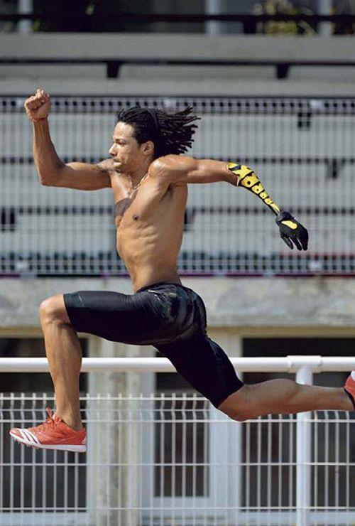 Arnaud Assoumani, multi-médaillé en saut en longueur, avec sa prothèse unique et originale