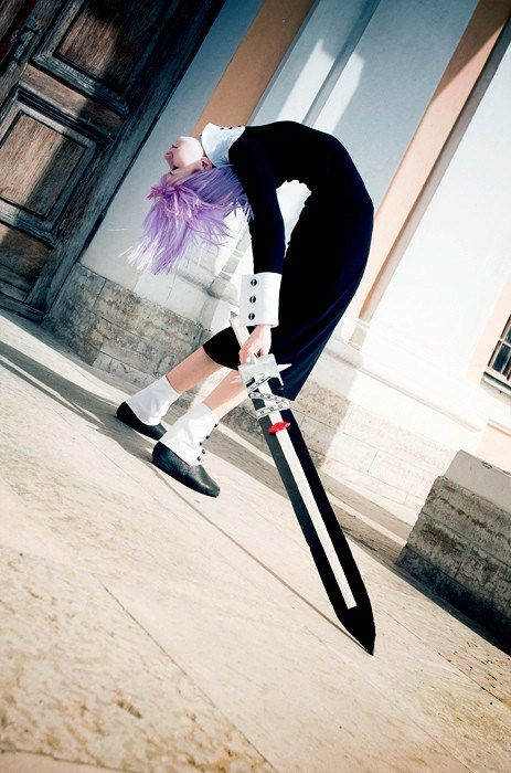 Crona cosplay - Soul Eater | How does one do that with their body?
